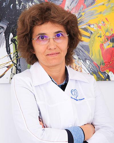 Dr. Daniela Maria Voicu - medic primar hematologie clinica Femme Boutique Medical I Femmeboutiquemedical.com