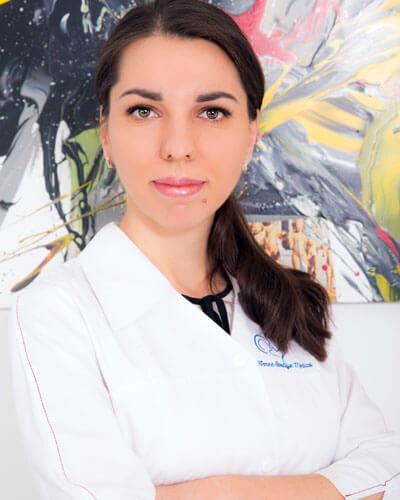Dr. Roxana Elena Dumitru - medic specialist obstetrica - ginecologie si medicina materno - fetala Femme Boutique Medical I Femmeboutiquemedical.com