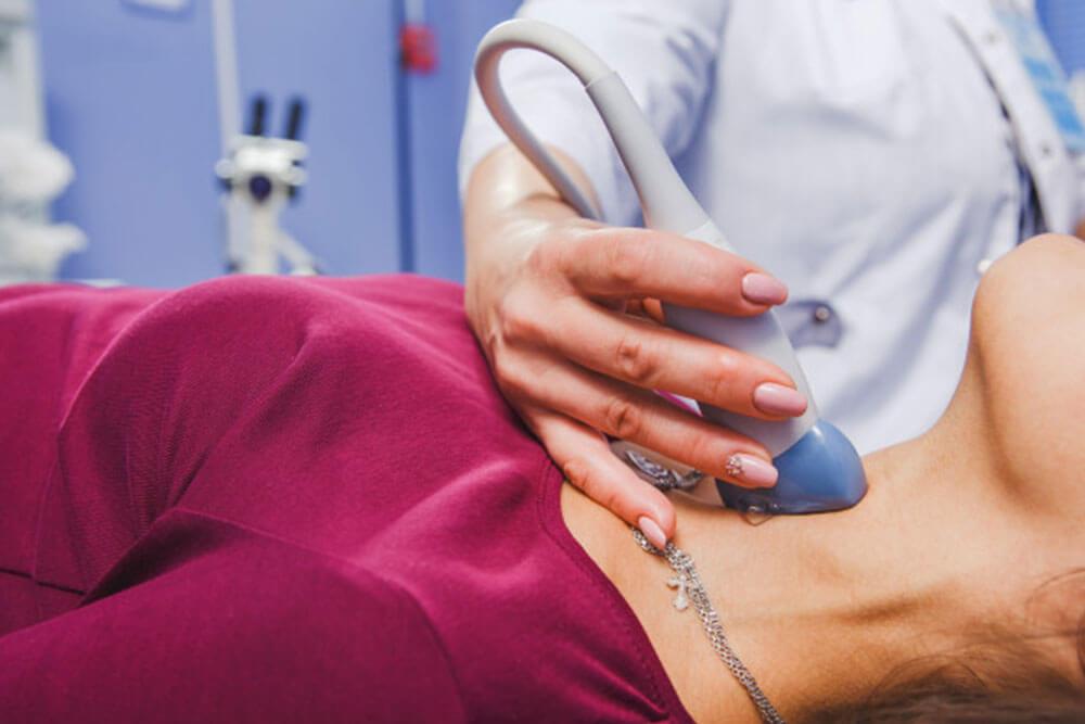 Ecografia tiroidiană. Când e necesară, cum se realizează și în ce constă importanța evaluării tiroidiene - Dr. Alina Laura Diaconescu I Femmeboutiquemedical.com